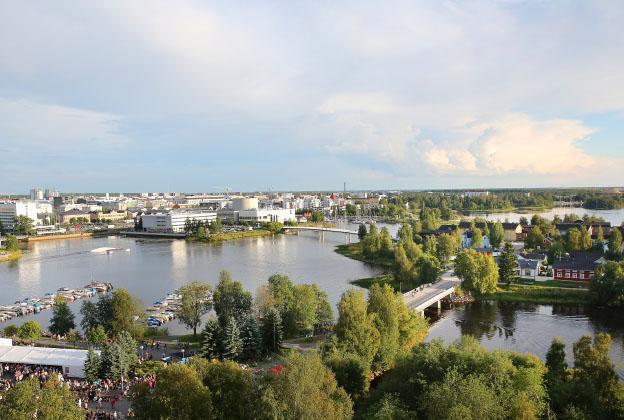 Maisemakuva Oulun suistoalueesta kesällä.